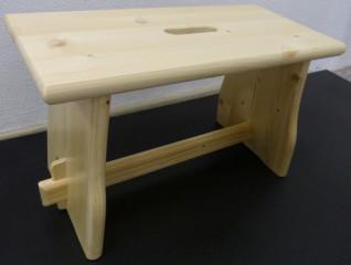 Dřevěná stolička - borovice masiv