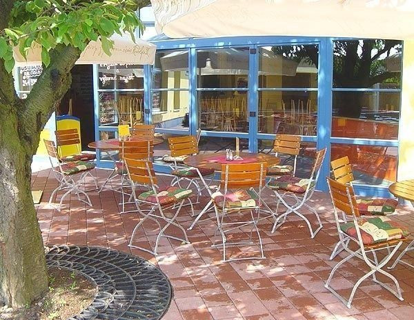 Židle Arnika - Ilustrační fotografie - židle s třemi laťkami