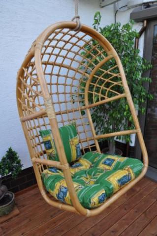Závěsná houpačka ratanová medová XL - polstr zelený list