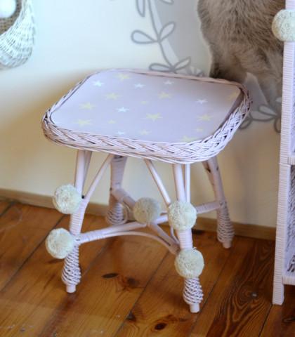 Proutěný stolek hranatý