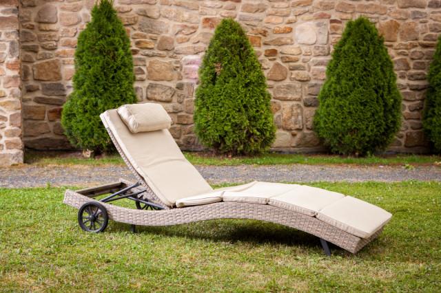 Zahradní ratanové lehátko STRASBOURGH s kolečky - šedobéžové