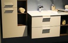 Stylová koupelna se skříňkami všech typů a rozměrů