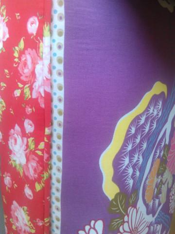 Lavice CHARADE, vzor červený / wenge nohy č.3